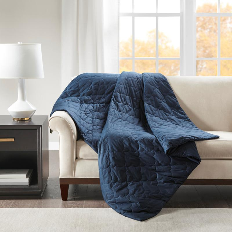 """Beautyrest 60"""" x 70"""" Deluxe Quilted 12-lb Weighted Blanket - Navy"""